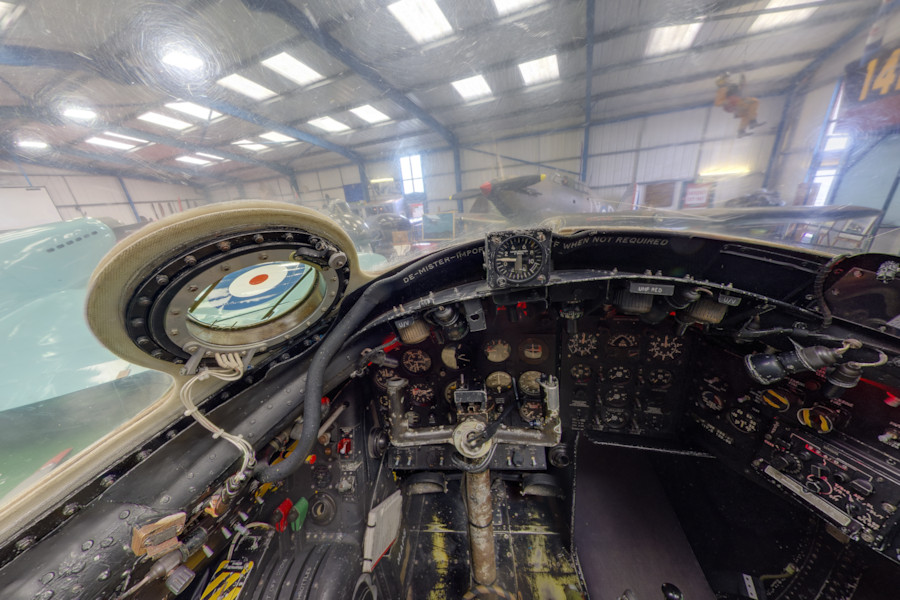 Virtual Tour English Electric Canberra B2-Cockpit ... B2 Cockpit Panorama