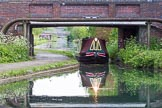 BCN Marathon Challenge 2013: A narrowboaat in the bridgehole of Anchor Bridge on the BCN New Main Line, close to Deepfields Junction with the Bradley Branch.. Birmingham Canal Navigation,   United Kingdom, on 25 May 2013 at 17:09, image #252