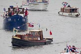 Thames Diamond Jubilee Pageant: HISTORIC TUGS-White Heather (H122) and  COB (H126).. River Thames seen from Battersea Bridge, London,  United Kingdom, on 03 June 2012 at 15:32, image #380