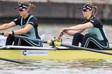 The Boat Race season 2018 - Women's Boat Race Trial Eights (CUWBC, Cambridge): Wingardium Leviosa just before the start of the race, here 5-Tricia Smith, 4-Emma Andrews. River Thames between Putney Bridge and Mortlake, London SW15,  United Kingdom, on 05 December 2017 at 12:43, image #49