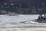 The Boat Race season 2017 -  The Cancer Research Women's Boat Race: The long lens compresses the distance, Cambridge is still in a comfortable lead at the White Hart pub, Mortlake. River Thames between Putney Bridge and Mortlake, London SW15,  United Kingdom, on 02 April 2017 at 16:51, image #178